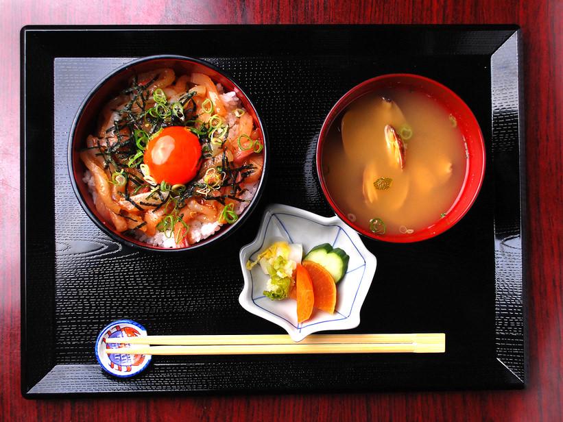 海鮮ユッケ丼の写真
